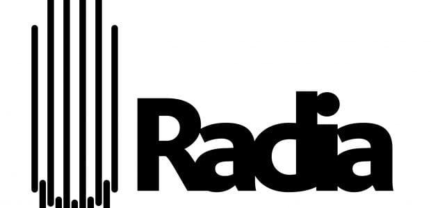 """מאירה אשר: """"radioart106 היא תכנית עצמאית שהקמתי ב2014 מתוך רצון לשתף אתכן.ם באמנות רדיו מרחבי העולם. את שידוריה החלה בקול הקמפוס. באוג׳ 2016 הצטרפה radioart106 לרשת רדיה העולמית כאשר כל התכניות של חברות רדיה שודרו גם הן בקול הקמפוס (בנוסף להפקות הסדירות של radioart106). לאחר שנה, קול הקמפוס נסגרה וכפועל יוצא מטרגדיה זו, שידורי רדיה בארץ הופסקו. radioart106 עברה לשדר בארבע תחנות באירופה והמשיכה להיות מפיקה שותפה ברדיה. בגל הקורונה הראשון, כאשר בראש דווקא כן התחוללו מהפכות, פניתי לרדיו הקצה כדי לחדש את שידורי רדיה בארץ. אני אסירת תודה לקצה ונרגשת לספר לכן.ם שבכל שבוע אגיש שתי תכניות של רדיה ברצף: אחת שהופקה לשבוע הנוכחי ע״י מי מחברי רדיה בעולם, והשניה מארכיבה המפואר.  רשת Radia נוצרה מסדרת פגישות, אירועים חשאיים, דיונים במועדנים בשעות הקטנות והמון אימיילים בין מפיקי רדיו מתחום התרבות ברחבי אירופה. הנושאים משתנים והסיבות להקמת הרשת הן רבות, אך Radia הפכה לביטוי קונקרטי של הרצון להשתמש ברדיו כצורת אמנות. הגישות שונות זו מזו, וכך גם ההקשרים המקומיים; מהזמנות של יצירות אמנות רדיו, דרך מאבקים על תדרים ועד ענייני זכויות יוצרים, כל תחנות הרדיו חולקות את המטרה של אודיו ספייס בו משהו אחר יכול לקרות. השונה הזה הוא גם יצירה בהתהוות - רדיו נשמע אחרת בכל עיר, בכל תדר. השימוש ברדיו כצורת אמנות, לקיחת המרחב להפקה יצירתית בתוך עולם המדיה הנתון ופירוק רעיון הרדיו הם מה שרדיה עושה.  זה לייצר תכני רדיו שקשה לתארם. את חלקם ניתן לתייג כאמנות רדיו, רדיו ניסיוני, או רדיו יצירתי. לפעמים זה מדבר, לפעמים לא. זה יכול להיות רועש, או סוג של סאונדסקייפ, או תיעודי, מסמך, שיחה, מופע. בכל שבוע ושבוע, אחד השותפים יספק תוכנית לרשת, שהוזמנה והופקה במיוחד למטרה זו: התכנית משודרת על ידי כל השותפים והופכת לזמינה ברשת.  יש לומר כמה דברים על כל אותם שותפים. מדובר בתחנות רדיו, מהסוג העצמאי, לא מסחרי, אלא קהילתי, תרבותי. כולם מדברים שפות שונות וזה אמור ליצור בעיות מעניינות. למרות שבתחילה היו כולן תחנות רדיו אירופאיות, הדבר השתנה עם הזמן ורדיה הפכה לא רק לגדולה יותר אלא גם למגוונת יותר: 31 שותפים ב 13 מדינות וצמיחה מתמדת.""""  Radia.fm mixcloud.com/radioart106"""